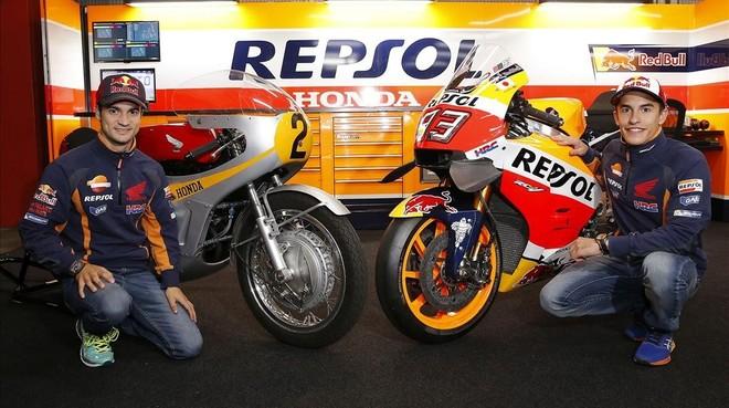 Pedrosa y Márquez, en el museo de Honda, en Motegi.