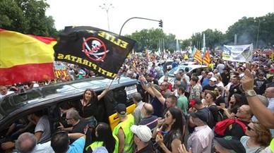 Protesta de taxistas en Madrid contra Uber, Cabify, el 30 de mayo.