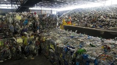 Cada espanyol recull de forma selectiva 13,2 quilos anuals d'envasos i 15,5 de paper
