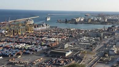 El barco C-Star atraca en Barcelona sin un futuro para sus tripulantes