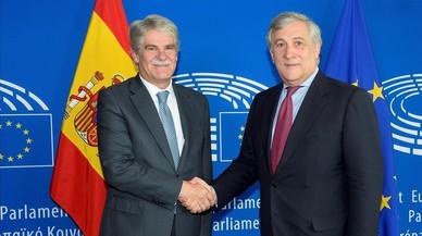 Dastis promete en la Eurocámara una aplicación pacífica del 155