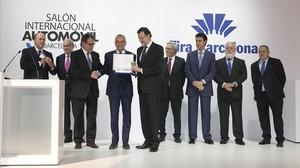 Walter De Silva recibe el premio del Salón del Automóvil de manos de Rajoy y Mas.