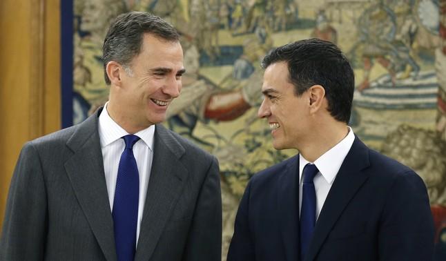 El Rey recibe al socialista Pedro Sánchez en la ronda de conversaciones sobre la investidura