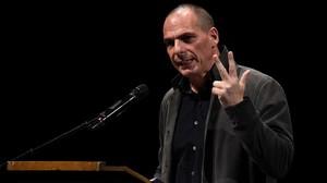 Varoufakis interviene en la presentación oficial del nuevo movimiento europeo, en Berlín, este martes.