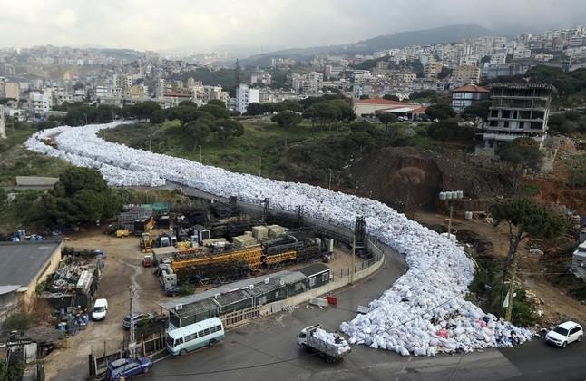 Río de bolsas de desperdicios en Jdeideh, en Beirut, el 23 de febrero.