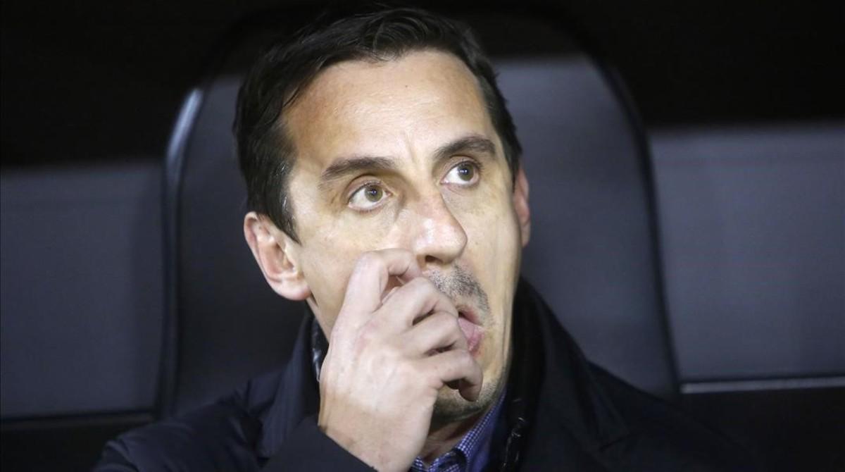 Neville, en el banquillo del Valencia