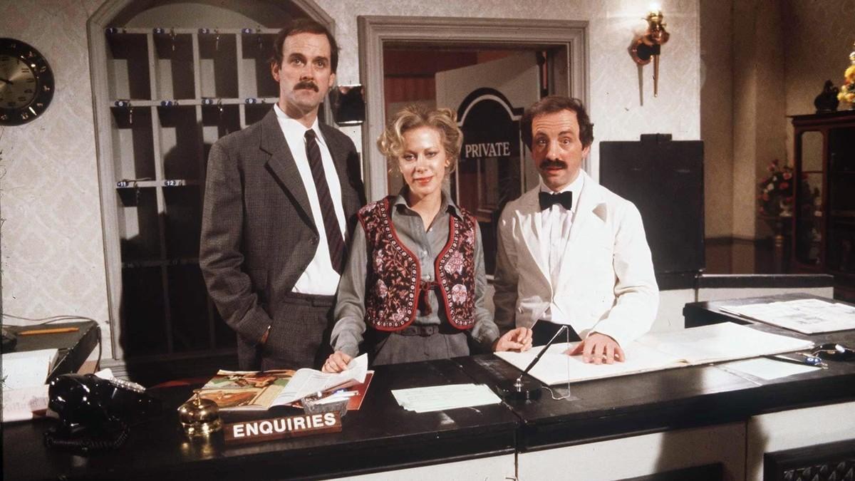John Cleese, Prunella Scales y Andrew Sachs, protagonistas de la telecomedia 'Hotel Fawlty'.