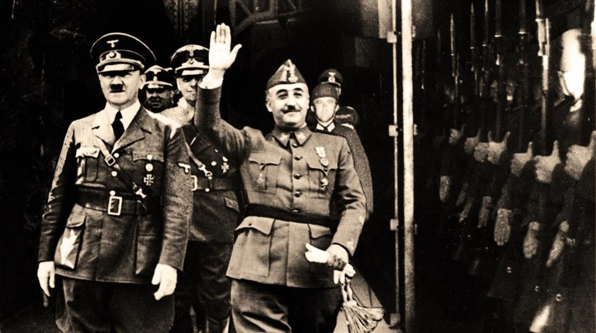 Franco y Hitler saludan a la guardia alemana en Hendaya, el 23 de octubre de 1940.