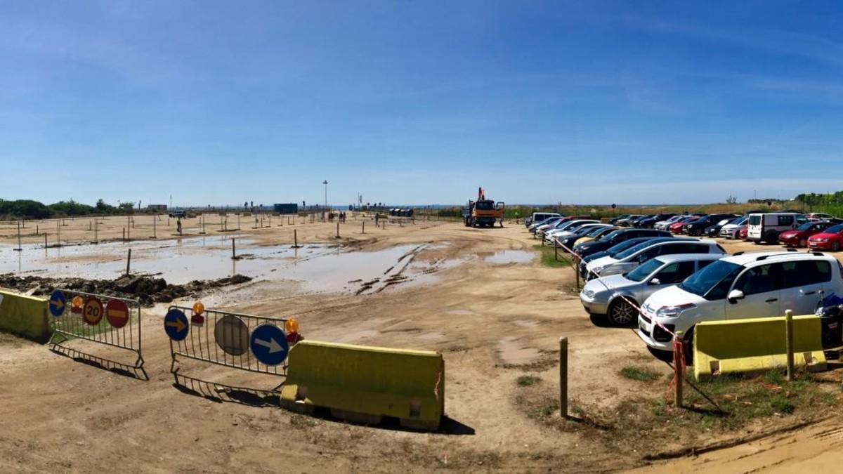 Viladecans inicia las obras en el aparcamiento de la playa de la Murtra.