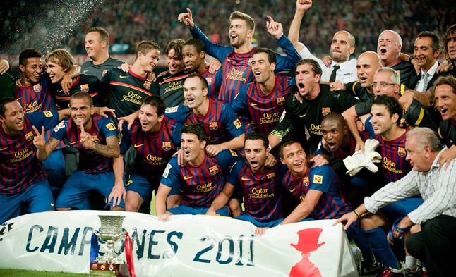 Los futbolistas azulgranas celebran la victoria de la Supercopa de España 2011 ante el Madrid.