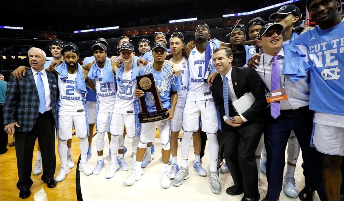 La celebración de los Tar Heels de Carolina del Norte tras ganar a los Wildcats de Kentucky.