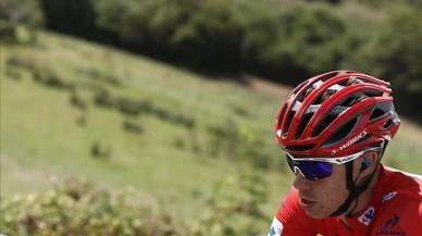 David de la Cruz, con el jersey rojo de l�der, en la etapa de los Lagos de Covadonga.