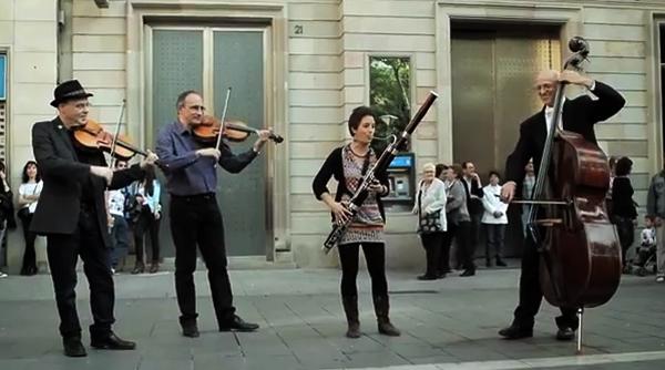 Un 39 flashmob 39 de m sica cl sica triunfa en youtube for Banc sabadell pisos