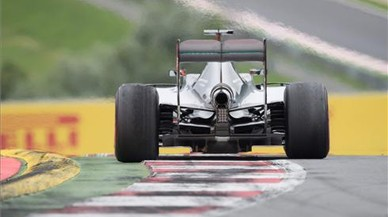 Hamilton li esgarrapa punts a Rosberg al guanyar a Àustria