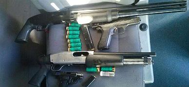 Las armas que han sido halladas en el veh�culo interceptado en la Jonquera.