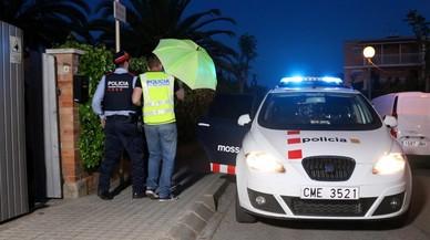 Los Mossos registran la vivienda de la agente de la Guardia Urbana de Barcelona detenida por la muerte de su pareja