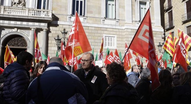La Generalitat rebutja un calendari per tornar dues pagues als funcionaris