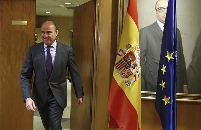 Guindos asume un posible desv�o del d�ficit del 2015 por las autonom�as