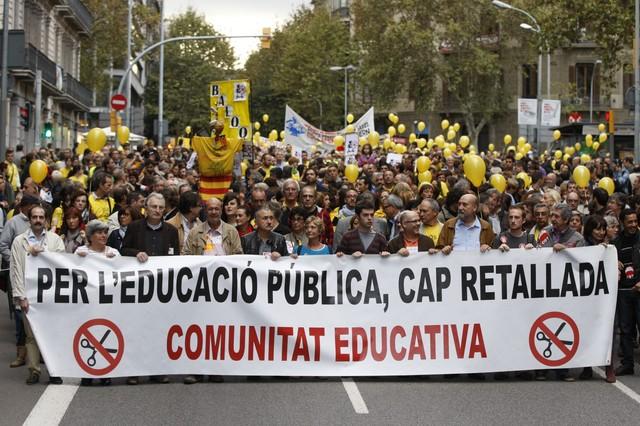 Noves protestes a Barcelona de la comunitat educativa contra les retallades