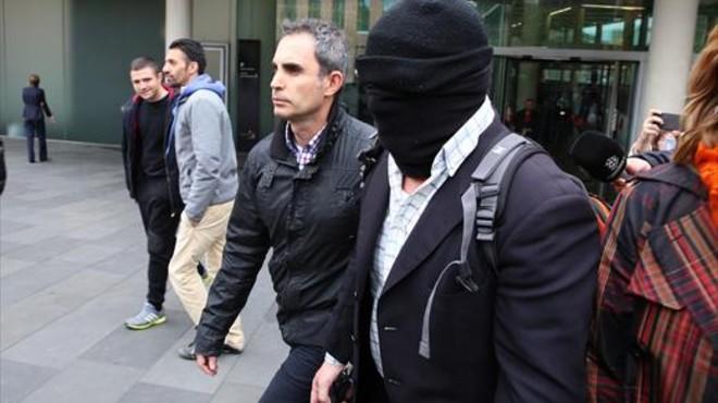 El pederasta confeso Joaquín Benítez acude a declarar, con pasamontañas, a la Ciutat de Justícia, el pasadoabril.