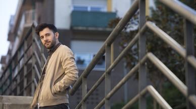 Xavier Escolà, inquilino desde principios de noviembre, de un piso en el barrio de Vallcarca.