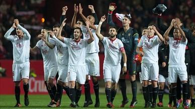 Los jugadores del Sevilla celebran su heroica victoria ante el Madrid.