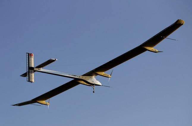 El solar impulse vuela solo con energ a solar - Energia solar madrid ...