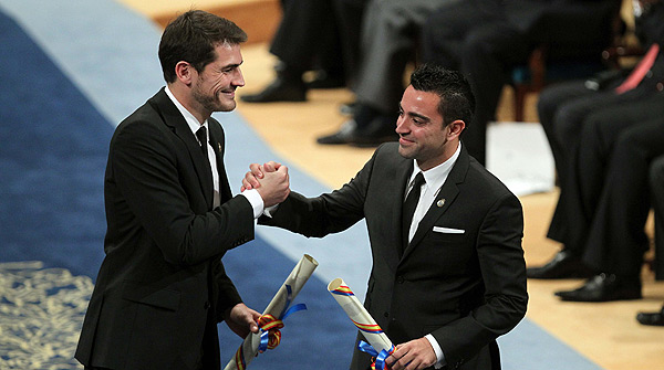 Xavi y Casillas reciben el Prncipe de Asturias