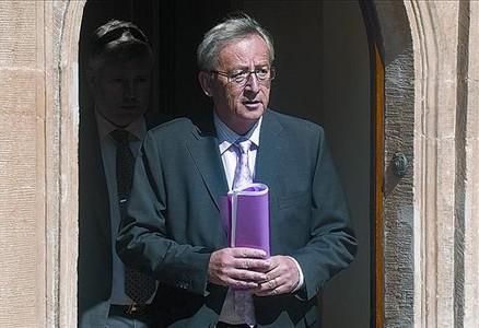 Veterà 8 Juncker surt d'una reunió amb els seus socis de Govern, ahir a Luxemburg.