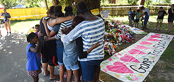 Familiares y amigos homenajean a los menores asesinados