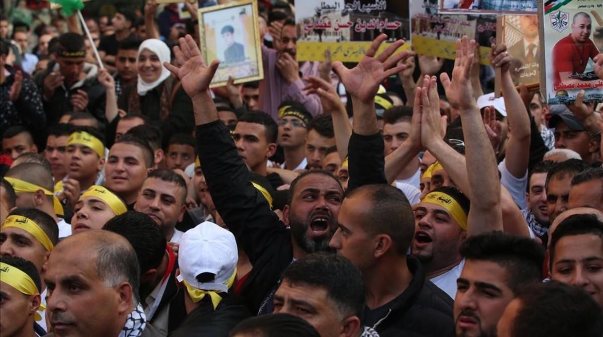 Manifestación de familiares de presos palestinos, el domingo.