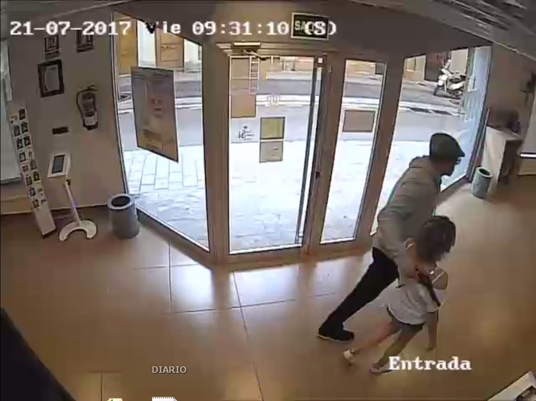 Aix ha sigut l 39 atracament a una oficina de correus for Oficinas la caixa mataro