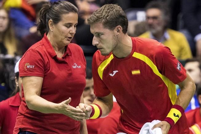 Pablo Carreño y la capitana de la Davis hasta ahora, Conchita Martínez , en la eliminatoria de abril ante Serbia