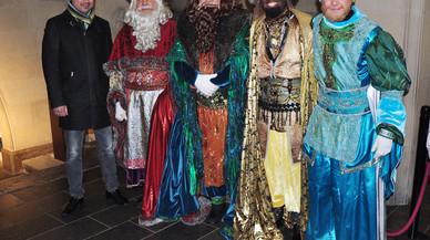 El alcalde de Terrassa, Jordi Ballart, recibiendo a los Reyes Magos en 2016.