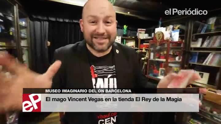 El mago Vincent Vegas en el local de El Rey de la Magia.
