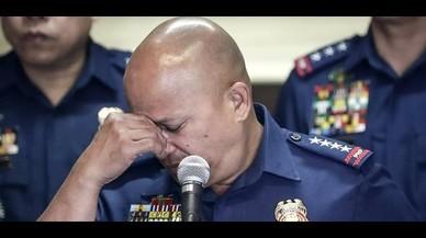 El director de la policía de Filipinas, Ronald De la Rosa, informa de la decapitación de un ciudadano alemán a manos del grupo yihadista Abu Sayyaf.