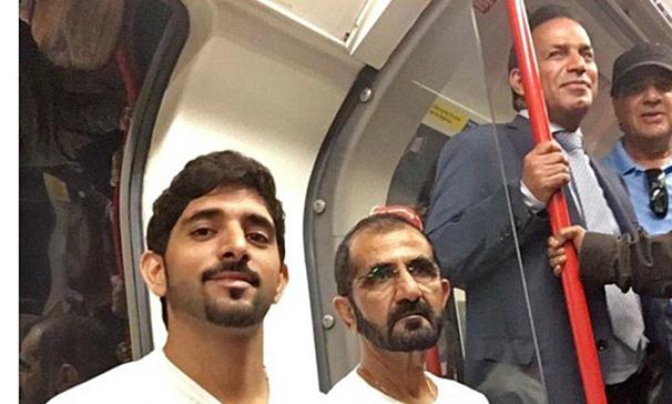 El emir de Dubai, como un pasajero m�s en el metro de Londres.