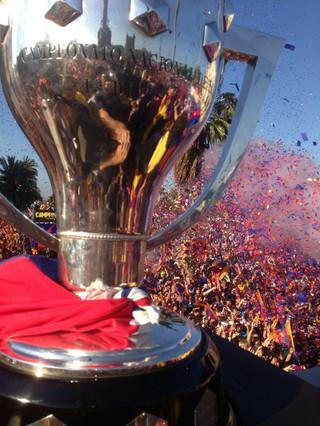 La copa, cortesía de Javier Mascherano.