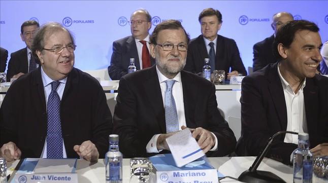 Rajoy se revuelve contra las presiones para que d� un paso atr�s