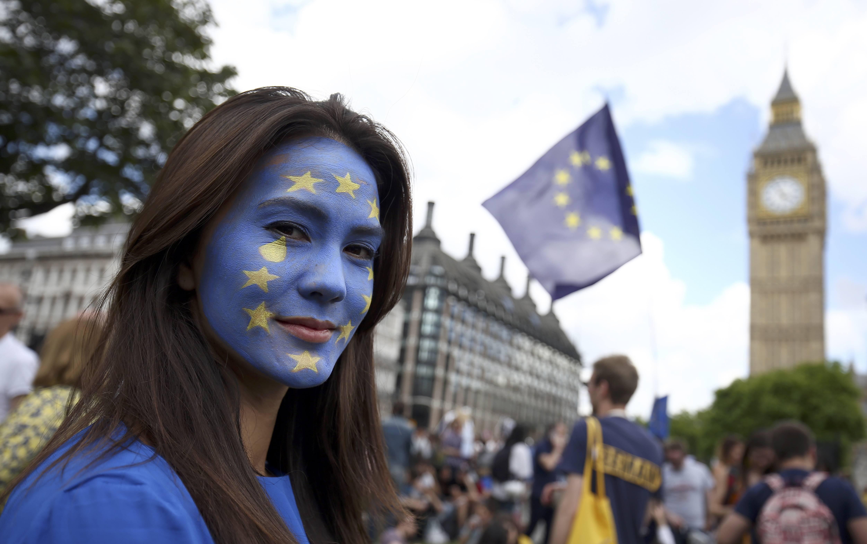 Los europeos residentes en Gran Bretaña deberán pedir un DNI a las autoridades