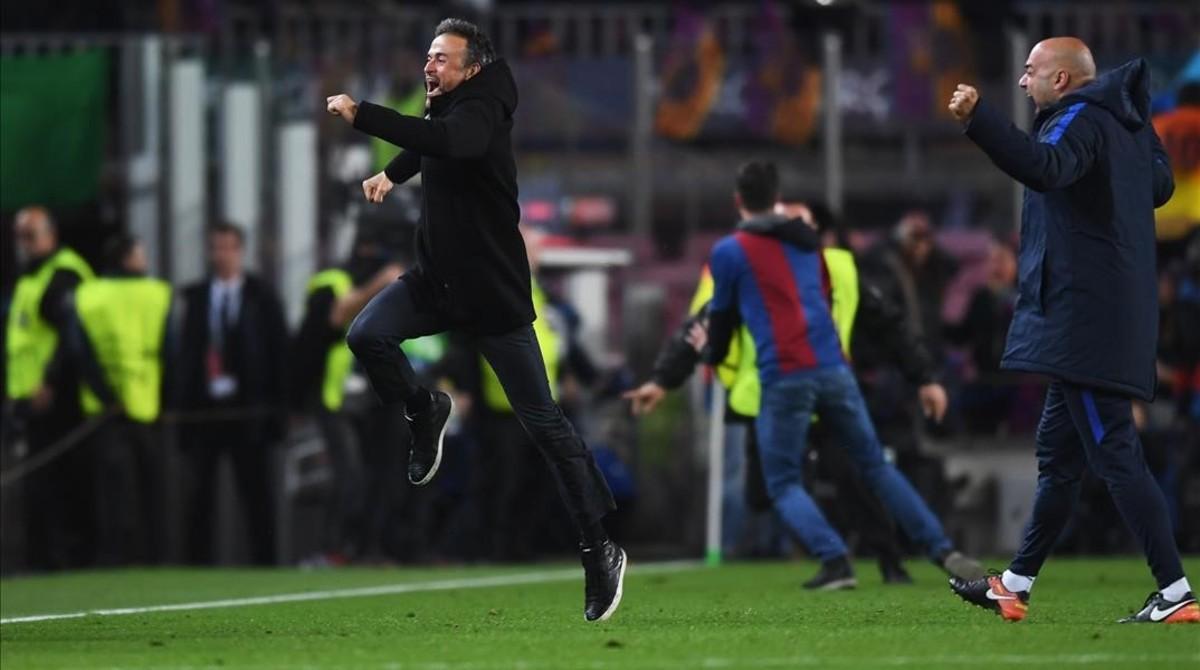 La UEFA sancionó al Barcelona por la invasión de campo en el partido contra el PSG