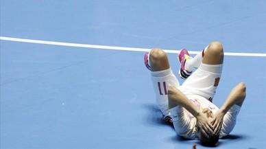 Miguel�n lamenta la derrota espa�ola contra Rusia en el Mundial de f�tbol sala de Colombia.