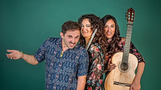 El cantautor napolitano interpreta 'Los ojos' con Marta Robles y Lina León.