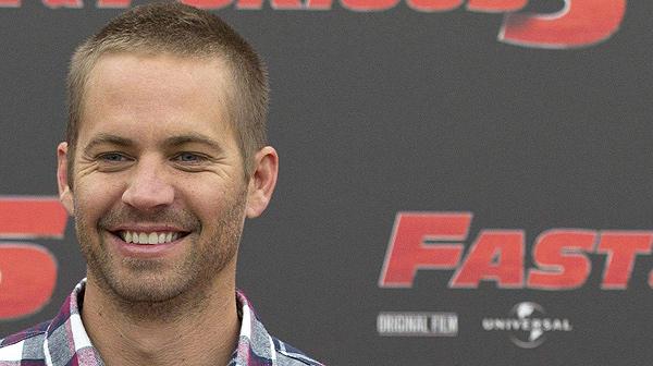 El protagonista de 'Fast and Furious' viajaba de copiloto en su Porsche cuando impactó contra un árbol y ardió.