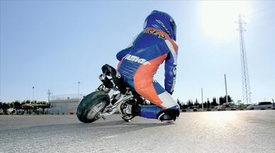 Un piloto de minimotos durante una prueba.