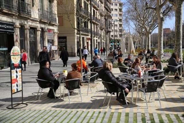 Colau aplaza dos a os la ordenanza de terrazas de barcelona - Terrazas de barcelona ...