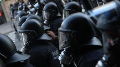 Unidades de antidisturbios de los Mossos ante una manifestaci�n.
