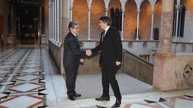 Millo i Puigdemont llimen el to però mantenen les distàncies després de reunir-se al Palau