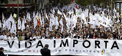 Cabecera de la marcha en Madrid en contra de que el Gobierno haya retirado la reforma de la actual ley del aborto