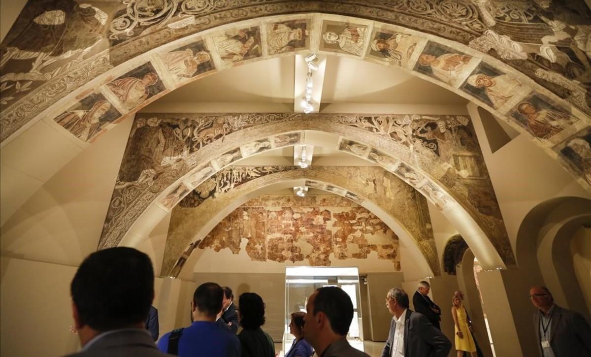 La sala del MNAC donde se exponen las pinturas murales de Sijena.